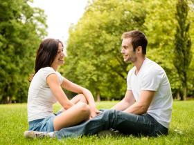 聊天中怎么和妹子拉近距离?超实用聊天技巧帮你来撩妹!